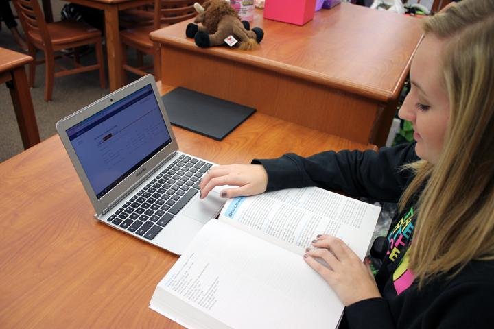 Senior+Bethany+Gaskins+works+on+her+Apply+Texas+application+during+activity+period.+The+common+application+allows+students+to+apply+to+multiple+schools+with+just+one+application.