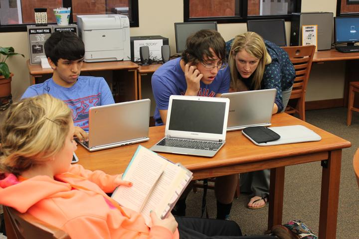 UIL Speech Director Jill Henson works with senior Ryan Slatter on his debate case while senior Junior Francisco works on research and junior Kendall Lee works on her prose. Slatter and Francisco are partners for CX debate.