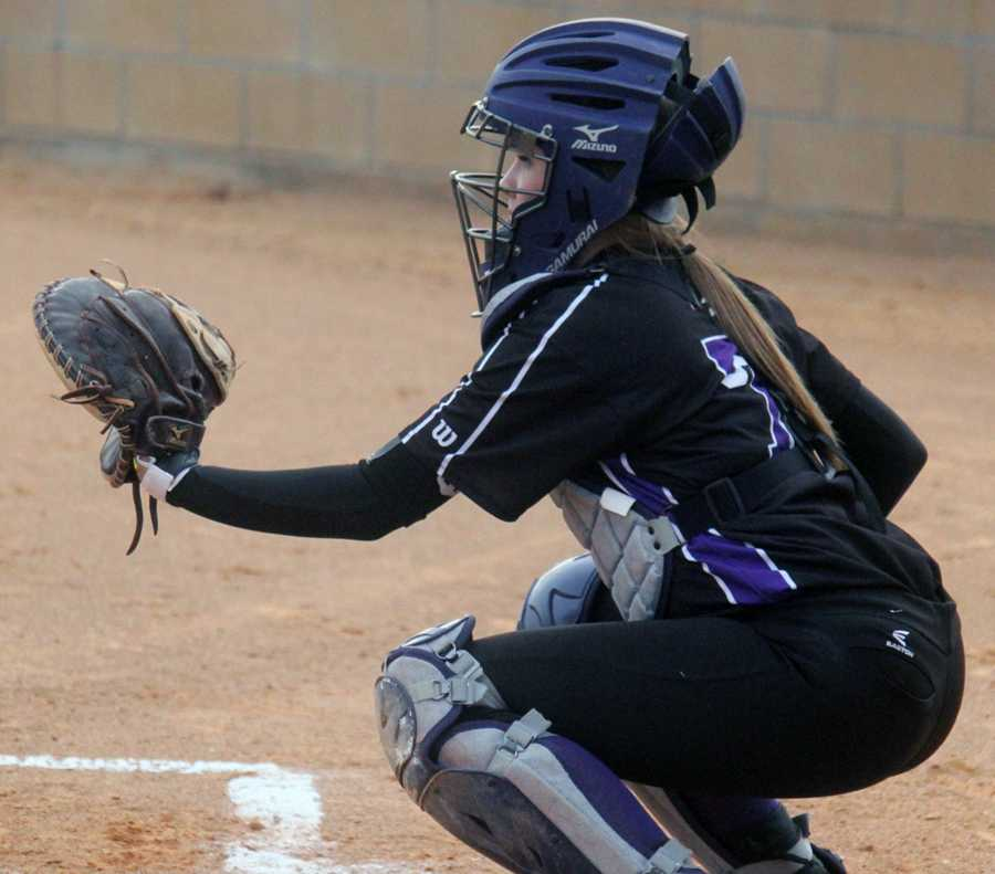 Sophomore+Hannah+Eakin+works+her+catcher%27s+spot+behind+the+plate.+