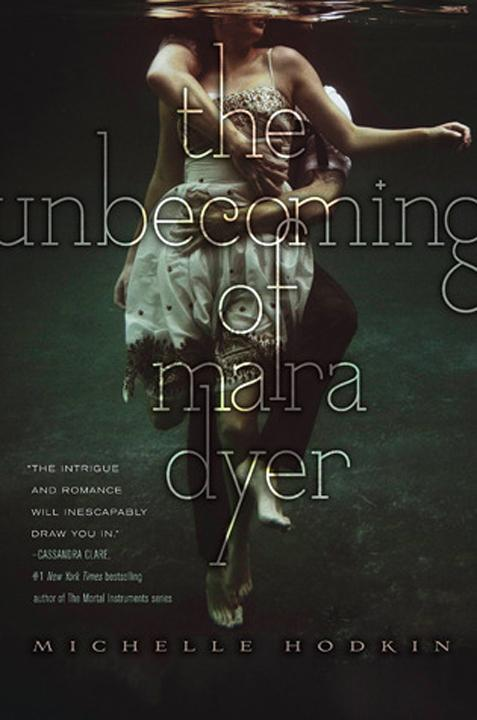 The+Unbecoming+of+Mara+Dyer+is+a+confusing+mess