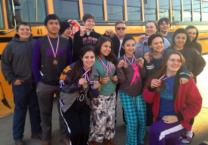 The+speech+and+debate+team+shows+off+their+medals+before+heading+home+from+a+practice+meet+in+Gladewater.+