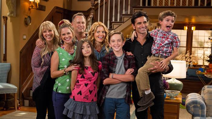 Family+laughter+and+morals+continues+with+%22Fuller+House%22