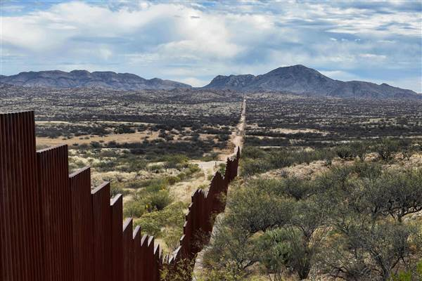 Trump signs construction of border wall, mass deportation