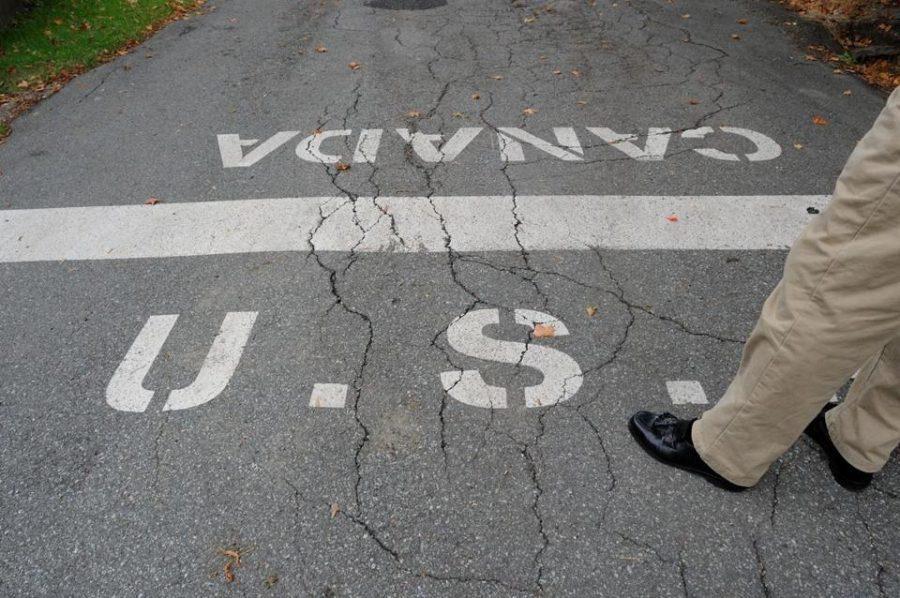 immigrants cross US border into Canada