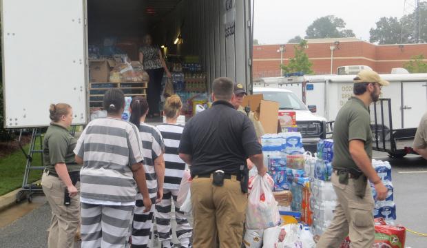 Texas+inmates+help+Harvey+victims