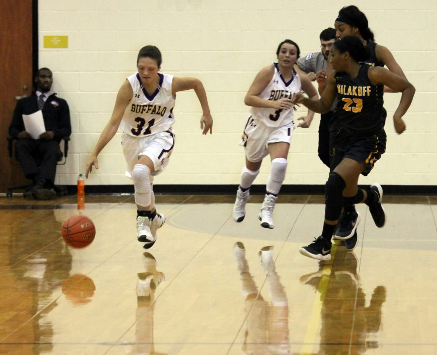 Basketball teams compete against Malakoff
