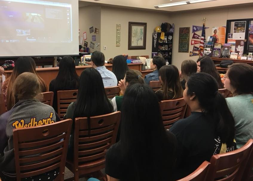 Students video chat with Tunisian students