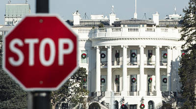 TOPSHOT - A stop sign is seen near the White House during a government shutdown in Washington, DC, December 27, 2018. - Congress members trickled back into Washington but there was little hope of ending the government shutdown sparked by a row with President Donald Trump over his demand for US-Mexico border wall construction. A lapse in funding to parts of the government meanwhile entered a sixth day. (Photo by Andrew CABALLERO-REYNOLDS / AFP)        (Photo credit should read ANDREW CABALLERO-REYNOLDS/AFP/Getty Images)
