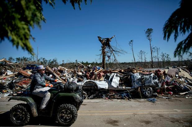 Tornadoes+rip+through+Alabama