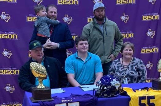 Henson signs with Mary Hardin-Baylor