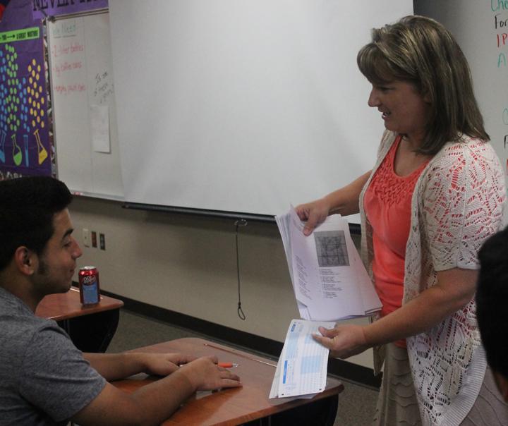 Science+teacher+Patrice+Cox+explains+her+point+to+senior+Sergio+Vazquez.+