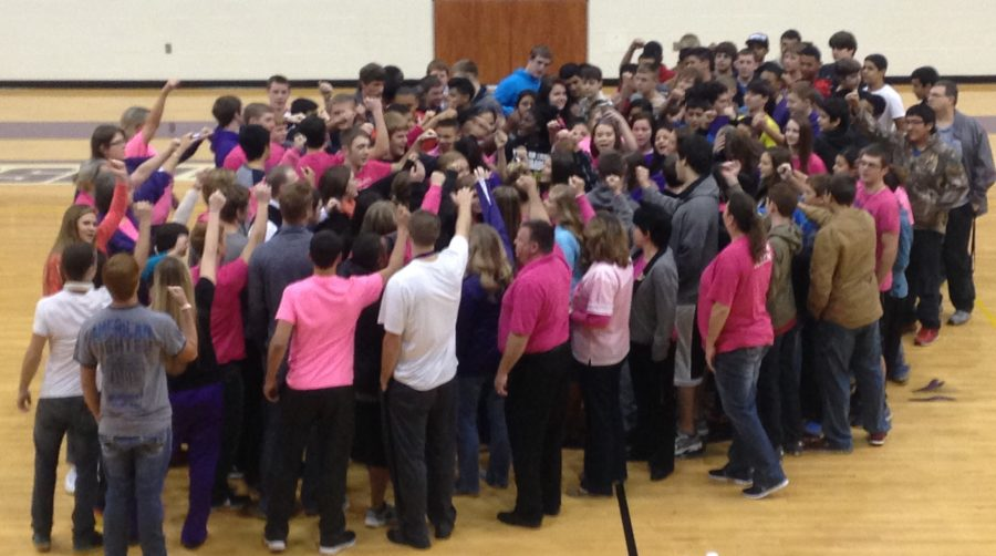 Students+and+staff+show+their+support+for+coach+Jozette+Jenkins+the+morning+of+her+surgery.