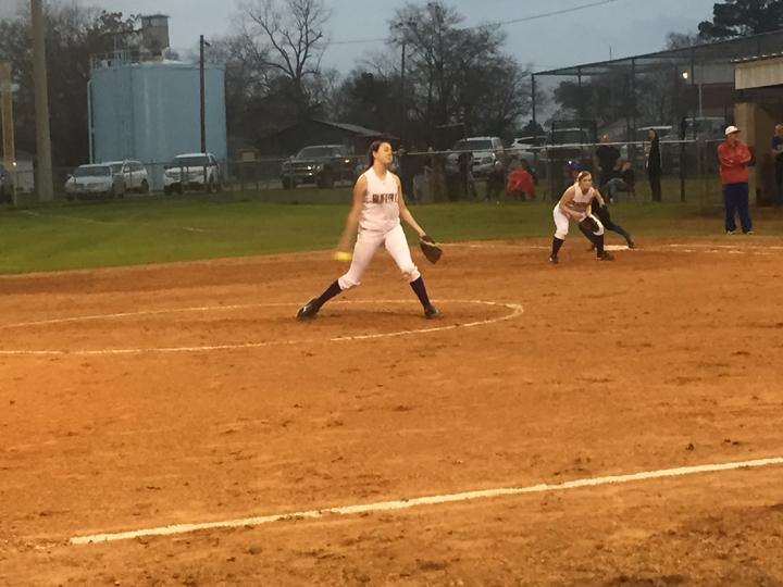 Junior+Allison+Grissett+pitches+during+the+softball+game+against+Elkhart.