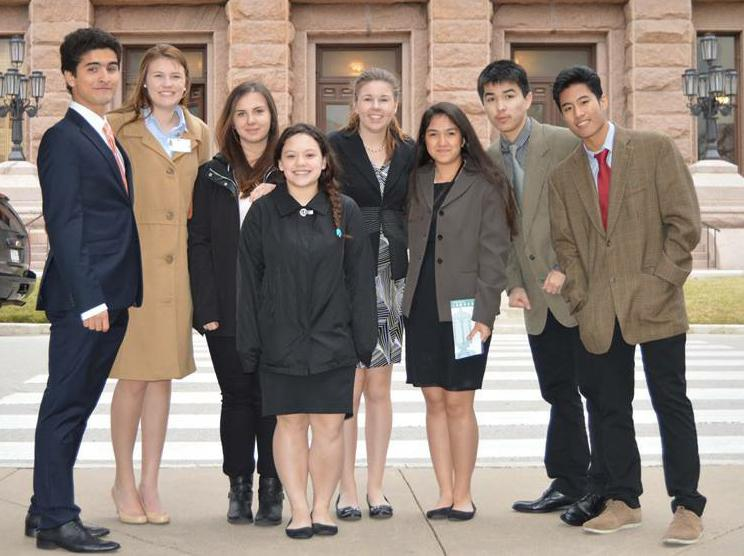 Students+visiting+the+capitol+with+the+exchange+student+program+bundled+up+for+the+cold+weather+that+covered+the+state.