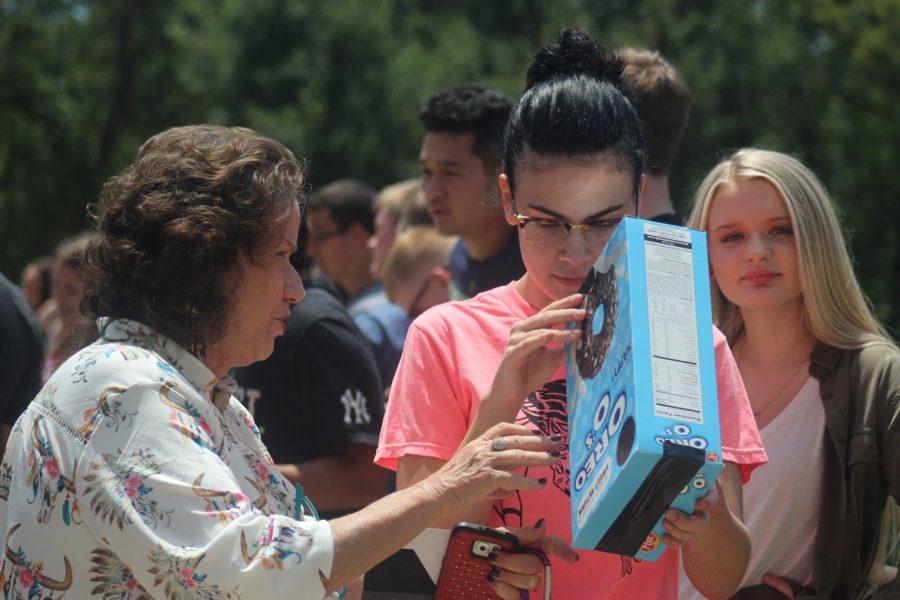 Students make eclipse veiwers
