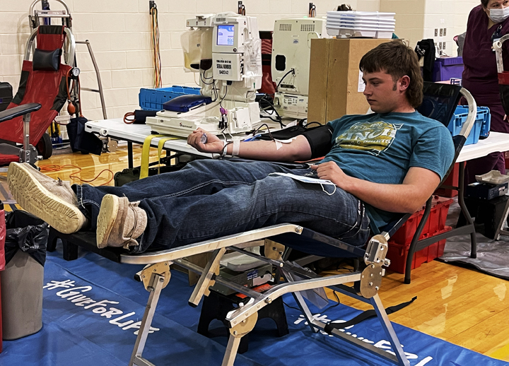 Junior+Reese+Boyd+relaxes+in+the+chair+while+donating+blood+for+the+annual+NHS-sponsored+event.